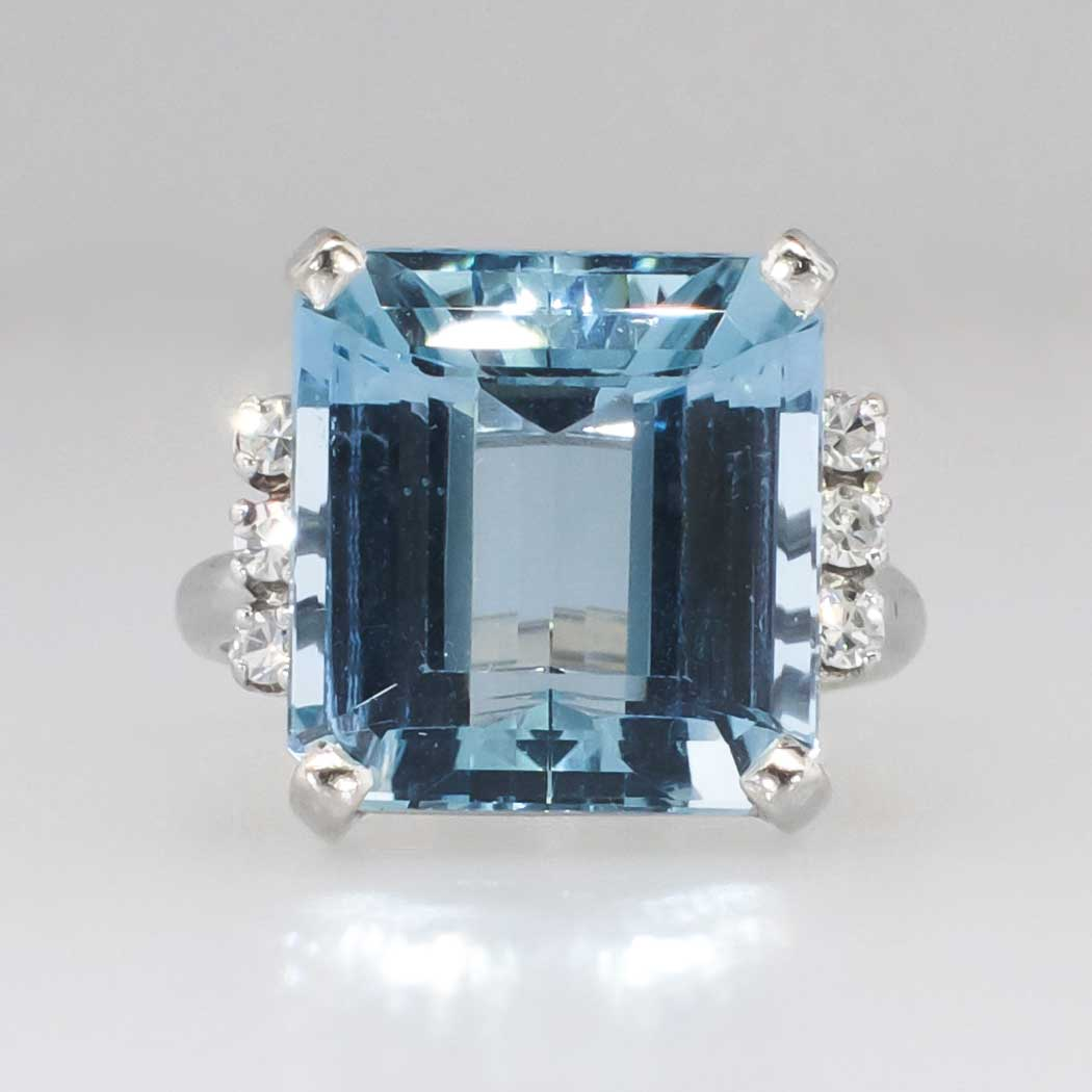 glamorous 10 26ct t w 1940 s emerald cut aquamarine