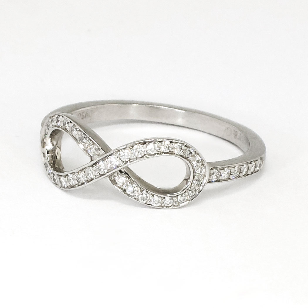 Estate Tiffany & Co Infinity Diamond Ring Platinum Promise Wedding Gradu