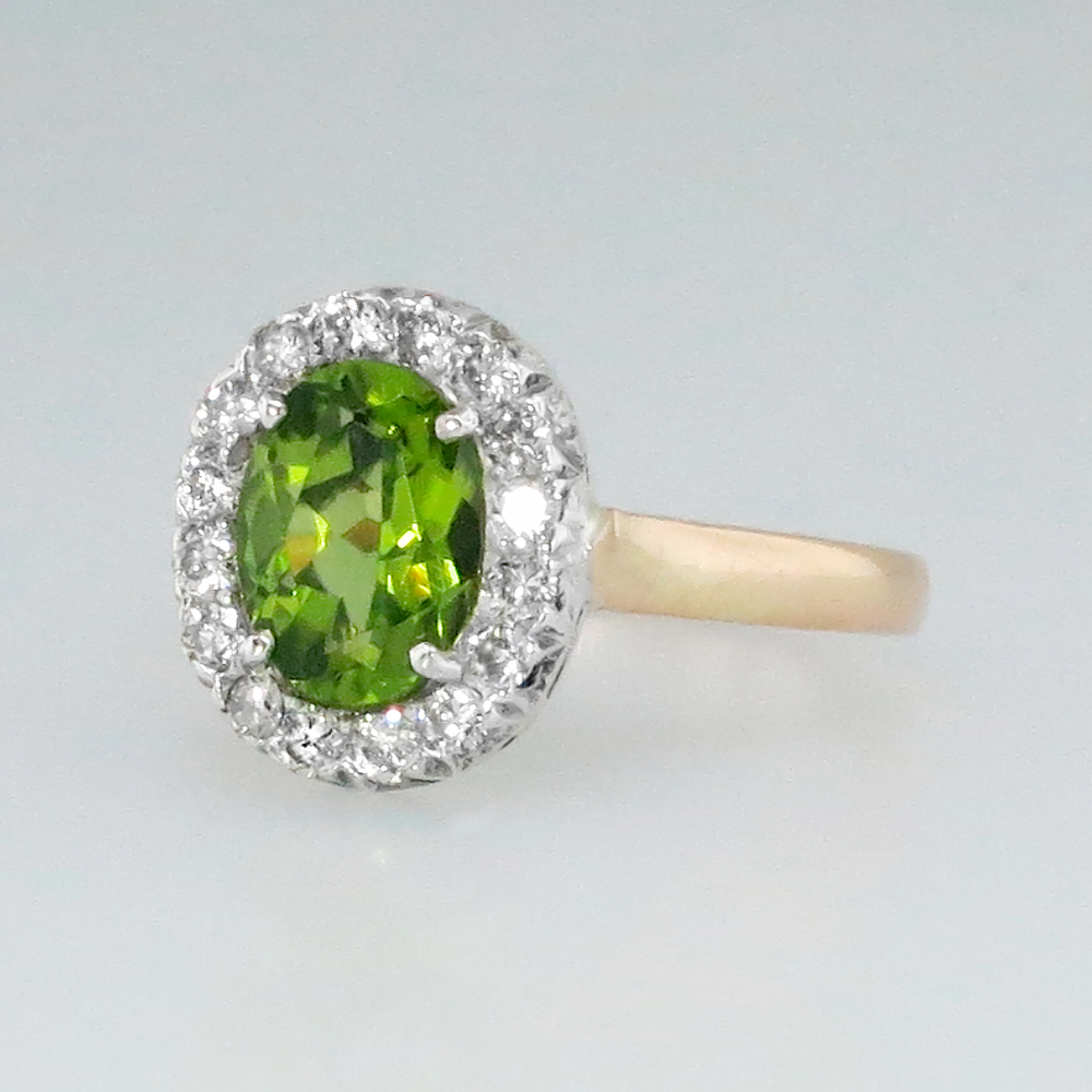 beautiful vintage peridot amp diamond halo ring 18k